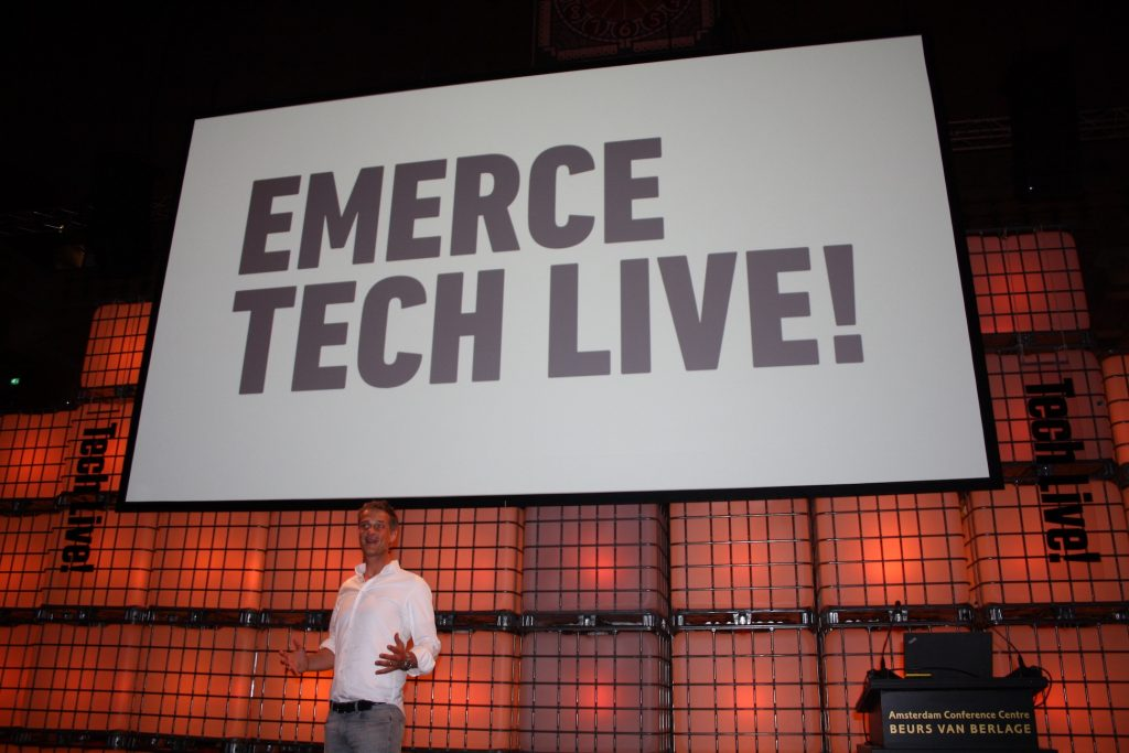 Teun Lammers op het podium van Emerce TechLive18